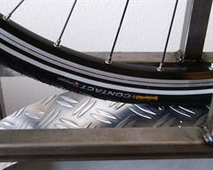 Continental Contact II Touring/E-Bike tire on a rolling resistance test machine