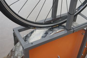 picture of a Continental Grand Prix TT on a rolling resistance test machine