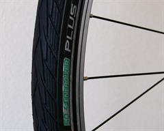 Schwalbe Energizer Plus Touring/E-Bike on a rolling resistance test machine
