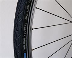 Schwalbe Marathon Plus Touring/E-Bike on a rolling resistance test machine