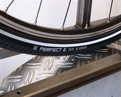 Vredestein Perfect-E Touring/E-Bike tire on a rolling resistance test machine